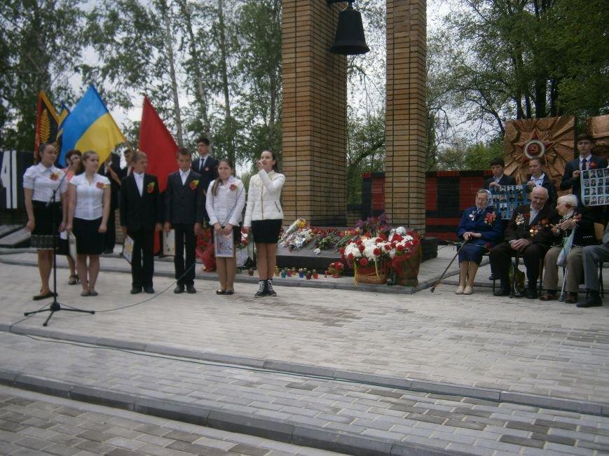 В Димитрове 70-летие Победы отпраздновали митингом, полевой кухней и концертом (ОБНОВЛЕНО) (фото) - фото 75