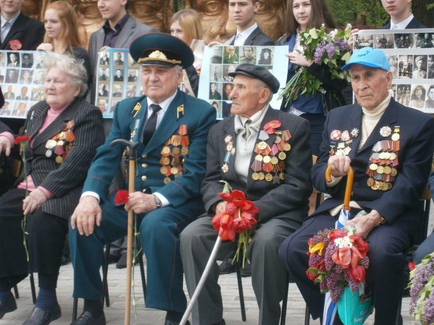 В Димитрове 70-летие Победы отпраздновали митингом, полевой кухней и концертом (ОБНОВЛЕНО) (фото) - фото 36
