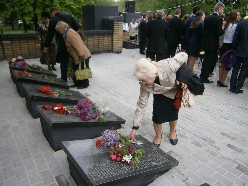 В Димитрове 70-летие Победы отпраздновали митингом, полевой кухней и концертом (ОБНОВЛЕНО) (фото) - фото 87