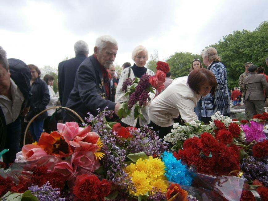 В Димитрове 70-летие Победы отпраздновали митингом, полевой кухней и концертом (ОБНОВЛЕНО) (фото) - фото 94