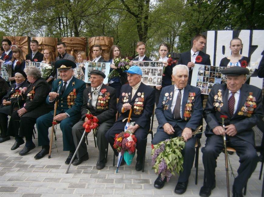 В Димитрове 70-летие Победы отпраздновали митингом, полевой кухней и концертом (ОБНОВЛЕНО) (фото) - фото 33