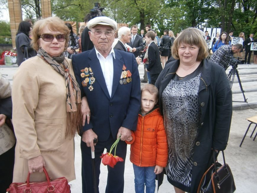 В Димитрове 70-летие Победы отпраздновали митингом, полевой кухней и концертом (ОБНОВЛЕНО) (фото) - фото 99