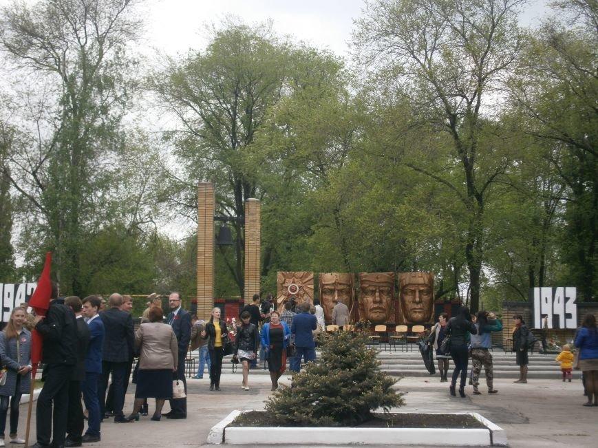 В Димитрове 70-летие Победы отпраздновали митингом, полевой кухней и концертом (ОБНОВЛЕНО) (фото) - фото 100