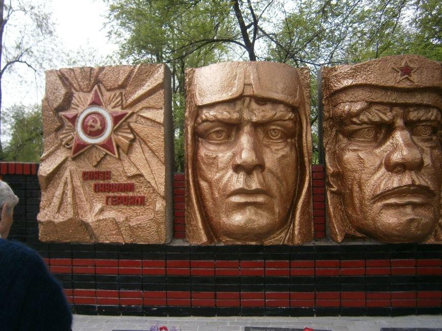 В Димитрове 70-летие Победы отпраздновали митингом, полевой кухней и концертом (ОБНОВЛЕНО) (фото) - фото 97