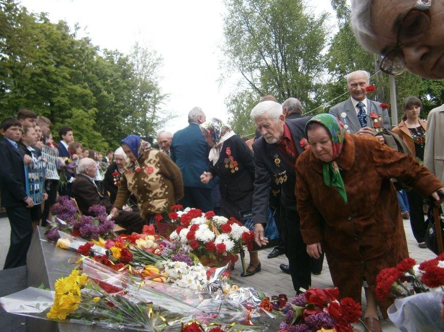 В Димитрове 70-летие Победы отпраздновали митингом, полевой кухней и концертом (ОБНОВЛЕНО) (фото) - фото 83