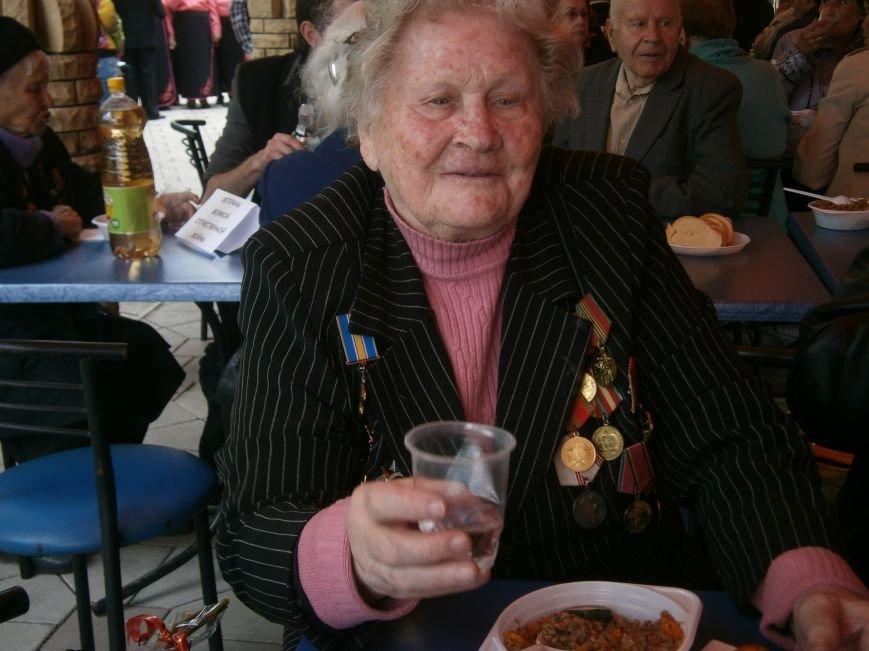 В Димитрове 70-летие Победы отпраздновали митингом, полевой кухней и концертом (ОБНОВЛЕНО) (фото) - фото 105