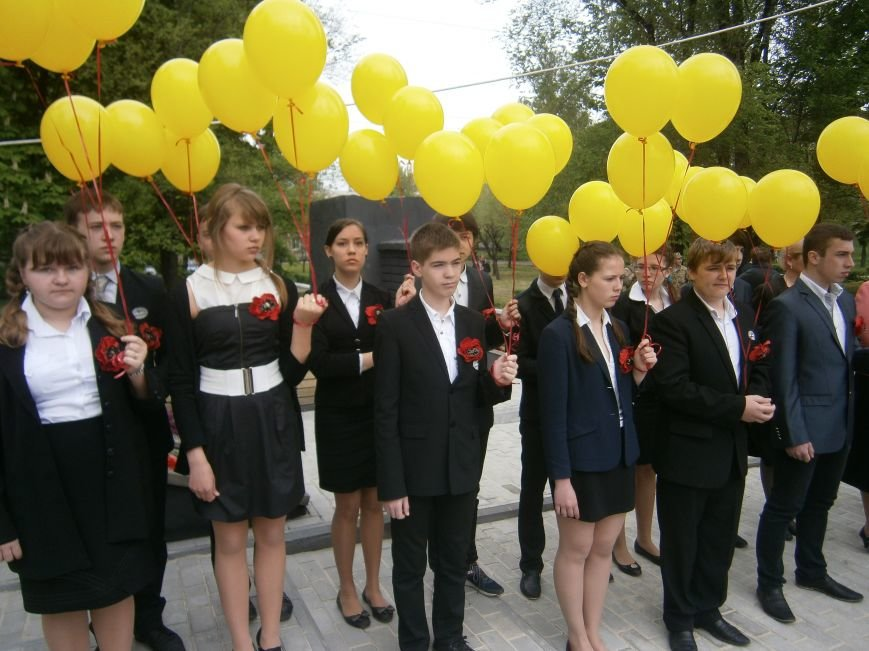 В Димитрове 70-летие Победы отпраздновали митингом, полевой кухней и концертом (ОБНОВЛЕНО) (фото) - фото 34