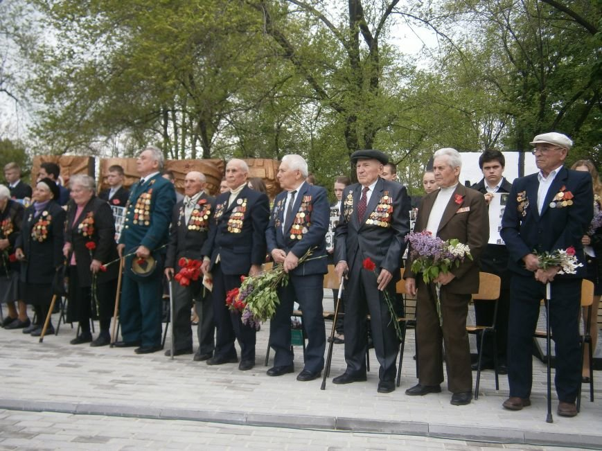 В Димитрове 70-летие Победы отпраздновали митингом, полевой кухней и концертом (ОБНОВЛЕНО) (фото) - фото 64