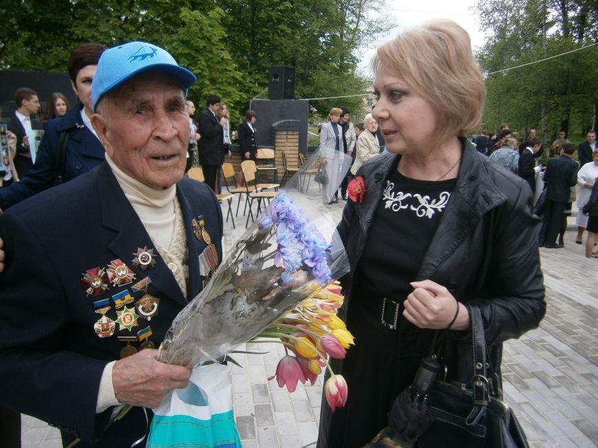 В Димитрове 70-летие Победы отпраздновали митингом, полевой кухней и концертом (ОБНОВЛЕНО) (фото) - фото 98