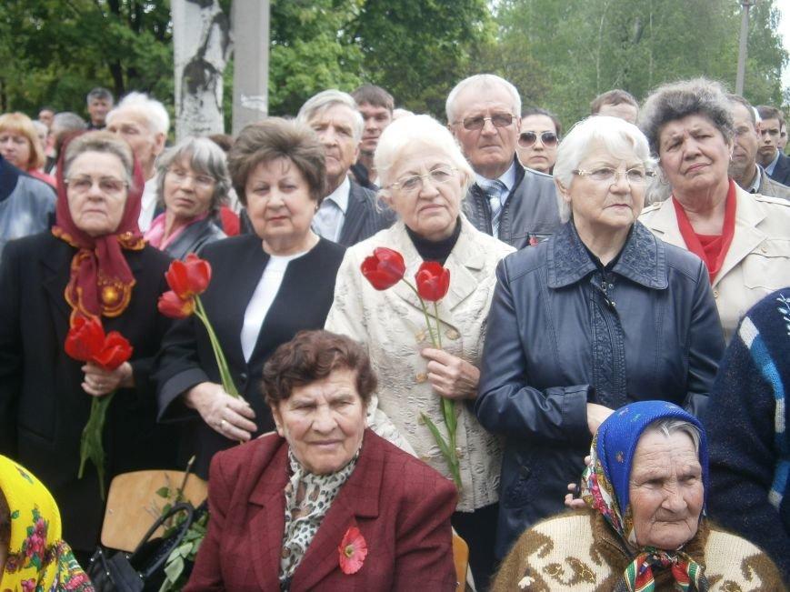 В Димитрове 70-летие Победы отпраздновали митингом, полевой кухней и концертом (ОБНОВЛЕНО) (фото) - фото 50