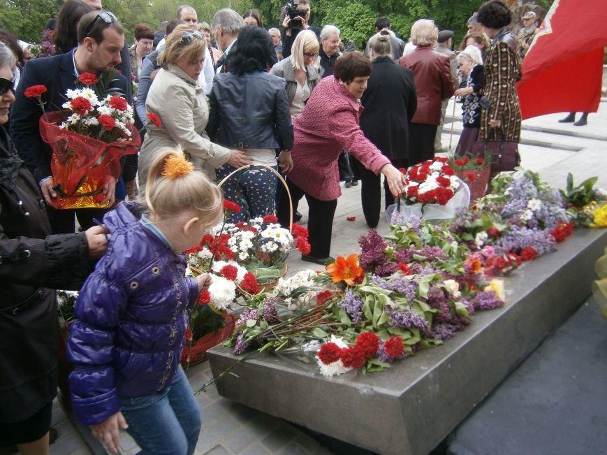 В Димитрове 70-летие Победы отпраздновали митингом, полевой кухней и концертом (ОБНОВЛЕНО) (фото) - фото 88