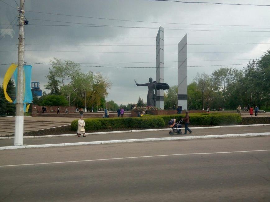 Мариупольцы усыпали цветами памятники героев войны (ФОТО) (фото) - фото 2