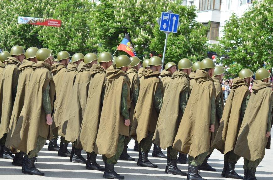 Десятки тысяч человек вышли на парад Победы в Симферополе (ФОТОРЕПОРТАЖ), фото-11