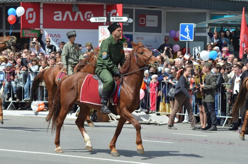 Десятки тысяч человек вышли на парад Победы в Симферополе (ФОТОРЕПОРТАЖ), фото-7