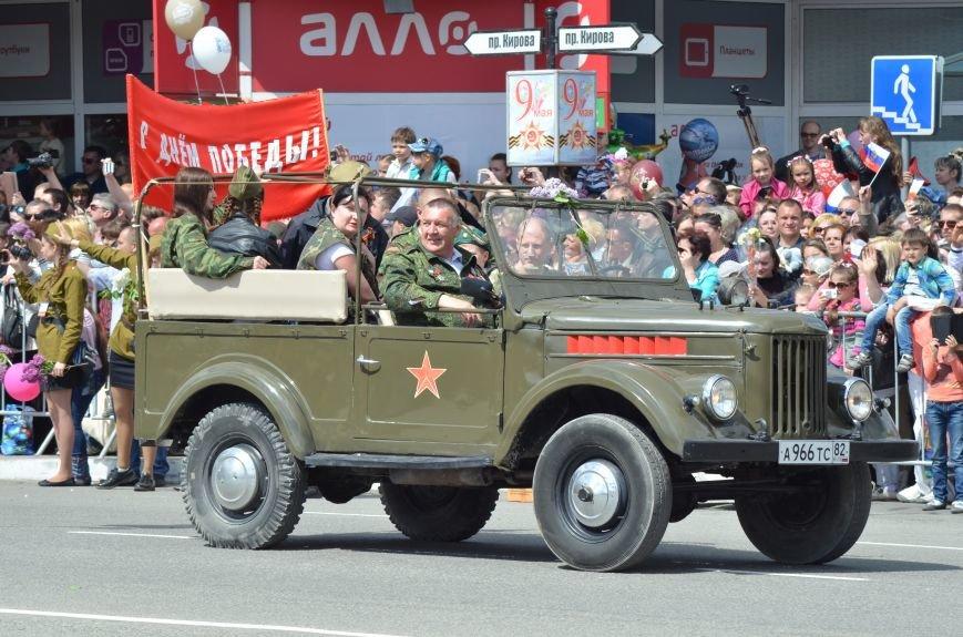 Десятки тысяч человек вышли на парад Победы в Симферополе (ФОТОРЕПОРТАЖ), фото-18