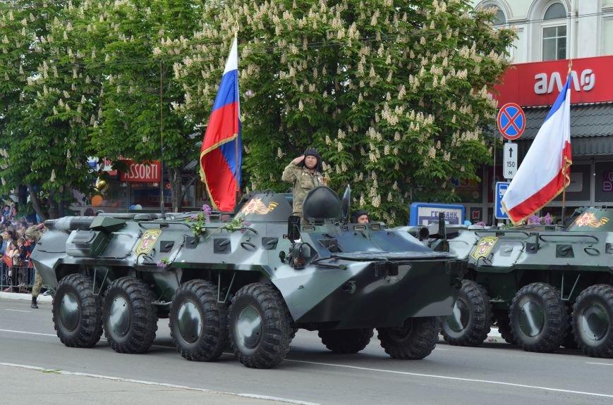 Десятки тысяч человек вышли на парад Победы в Симферополе (ФОТОРЕПОРТАЖ), фото-21