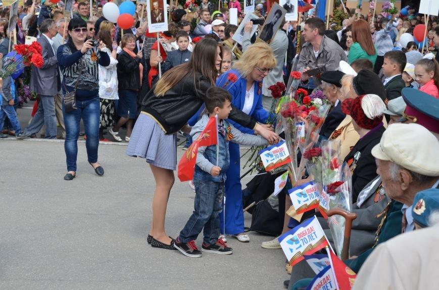 Десятки тысяч человек вышли на парад Победы в Симферополе (ФОТОРЕПОРТАЖ), фото-15