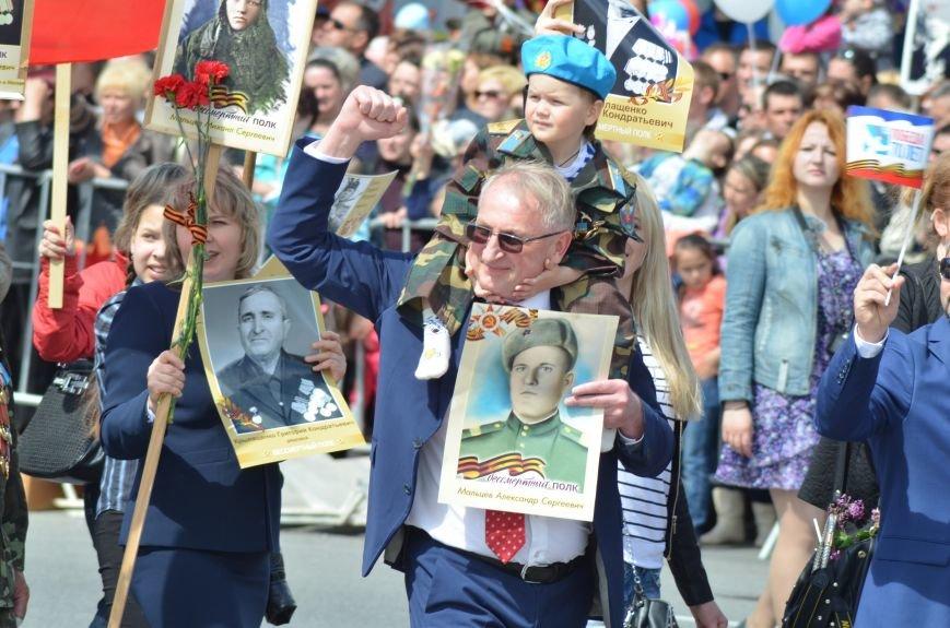 Десятки тысяч человек вышли на парад Победы в Симферополе (ФОТОРЕПОРТАЖ), фото-17