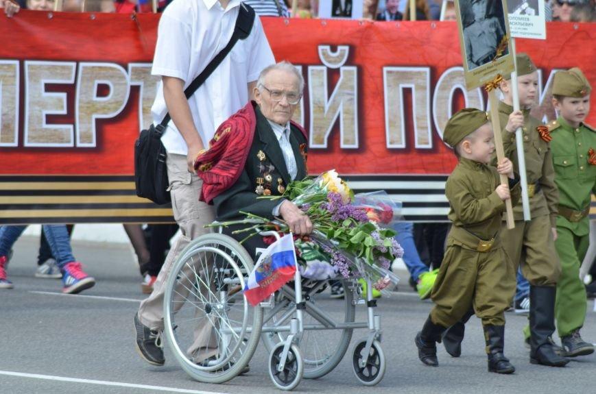 Десятки тысяч человек вышли на парад Победы в Симферополе (ФОТОРЕПОРТАЖ), фото-12