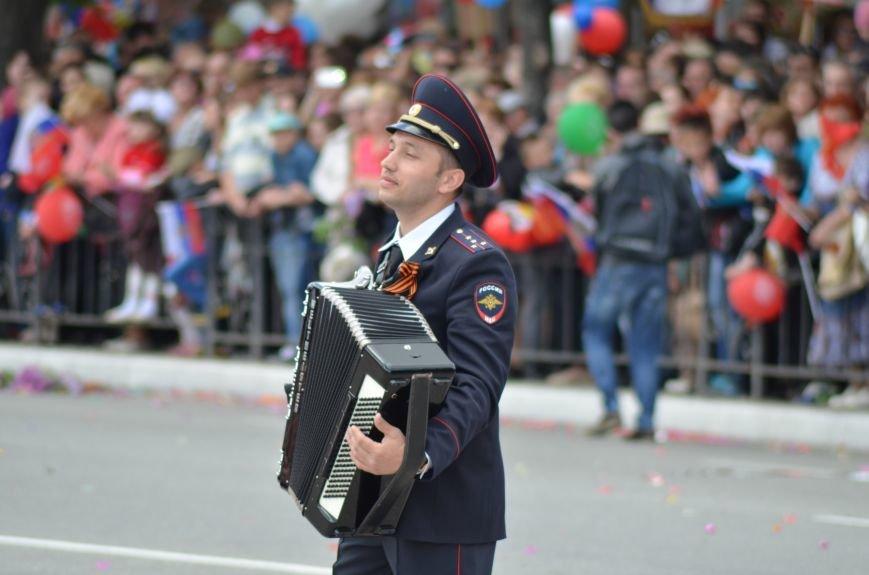 Десятки тысяч человек вышли на парад Победы в Симферополе (ФОТОРЕПОРТАЖ), фото-2