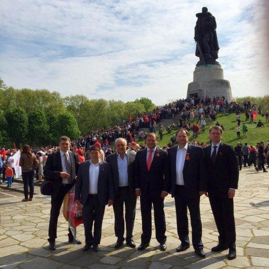 Добкин надел Георгиевскую ленту в Берлине (ФОТО) (фото) - фото 1