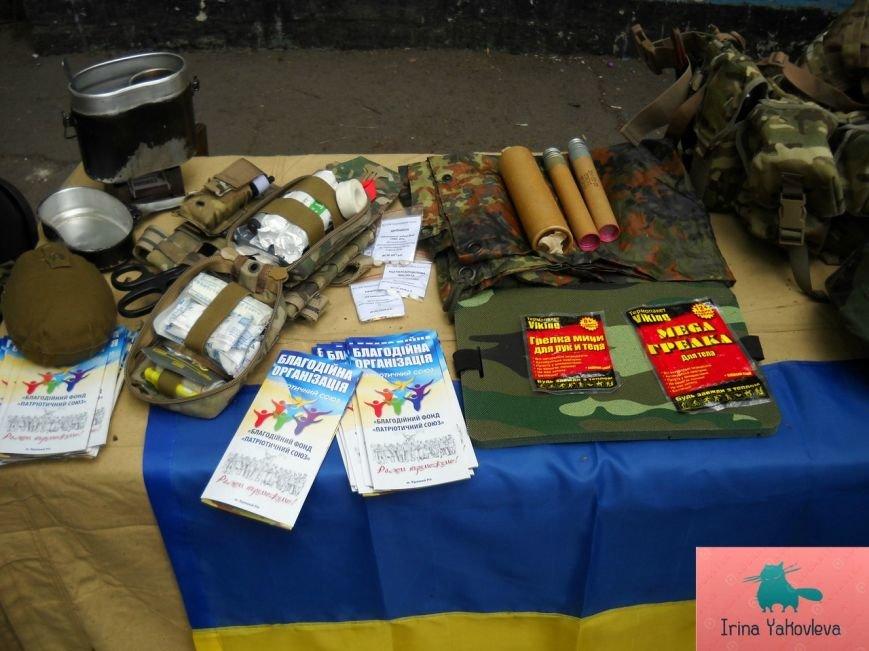 Криворожские волонтеры открыли в парке имени Газеты «Правда» выставку военного снаряжения бойцов АТО (ФОТО) (фото) - фото 1