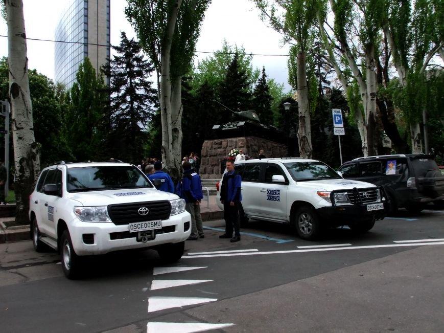 За парадом незаконных вооруженных формирований в Донецке наблюдали представители ОБСЕ (ФОТО, ВИДЕО) (фото) - фото 1