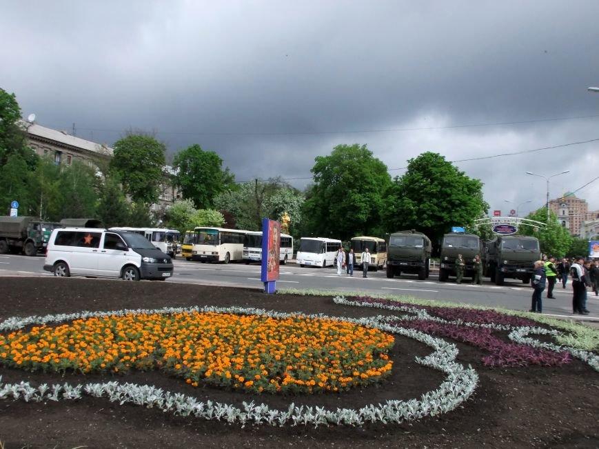 За парадом незаконных вооруженных формирований в Донецке наблюдали представители ОБСЕ (ФОТО, ВИДЕО) (фото) - фото 2