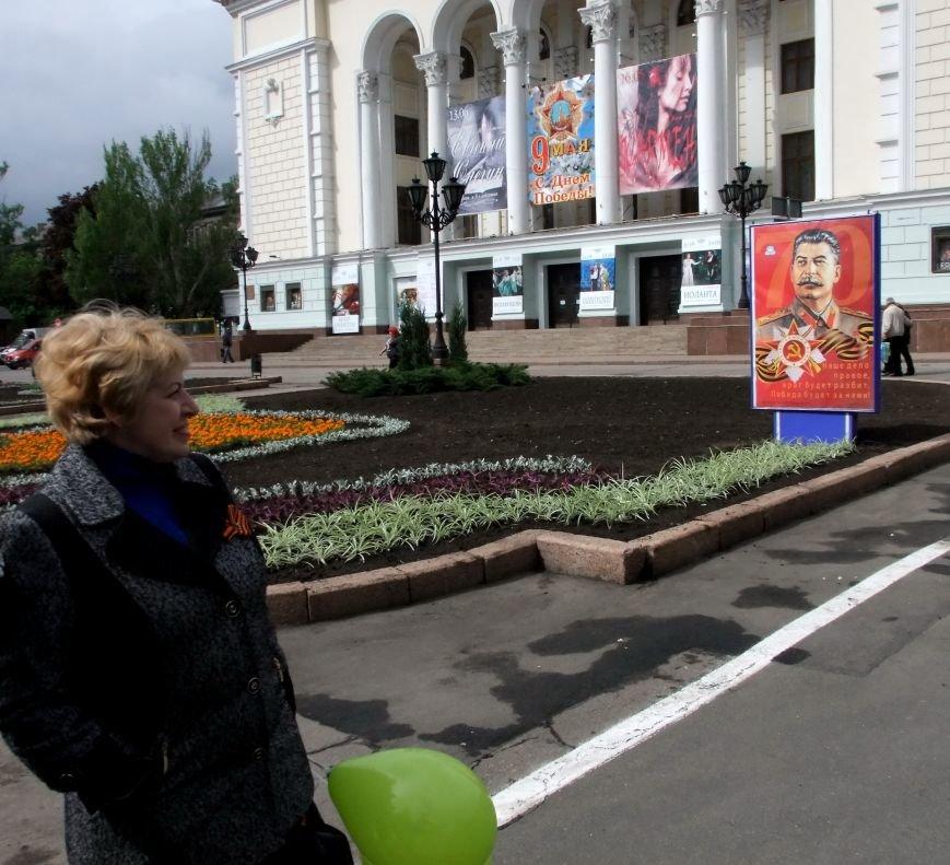 За парадом незаконных вооруженных формирований в Донецке наблюдали представители ОБСЕ (ФОТО, ВИДЕО) (фото) - фото 5