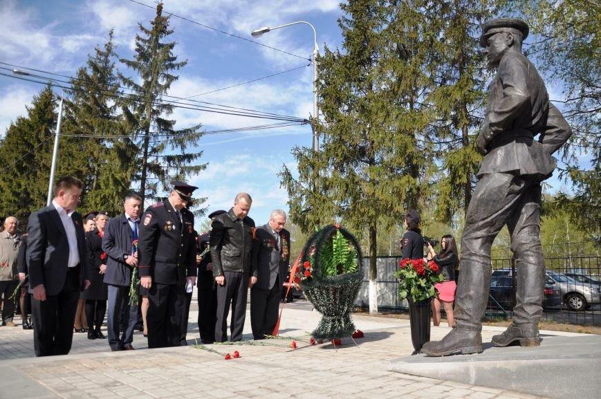 Сотрудники полиции новой Москвы возложили цветы к памятнику Московским милиционерам погибшим в годы Великой Отечественной войны (ВИДЕО), фото-4