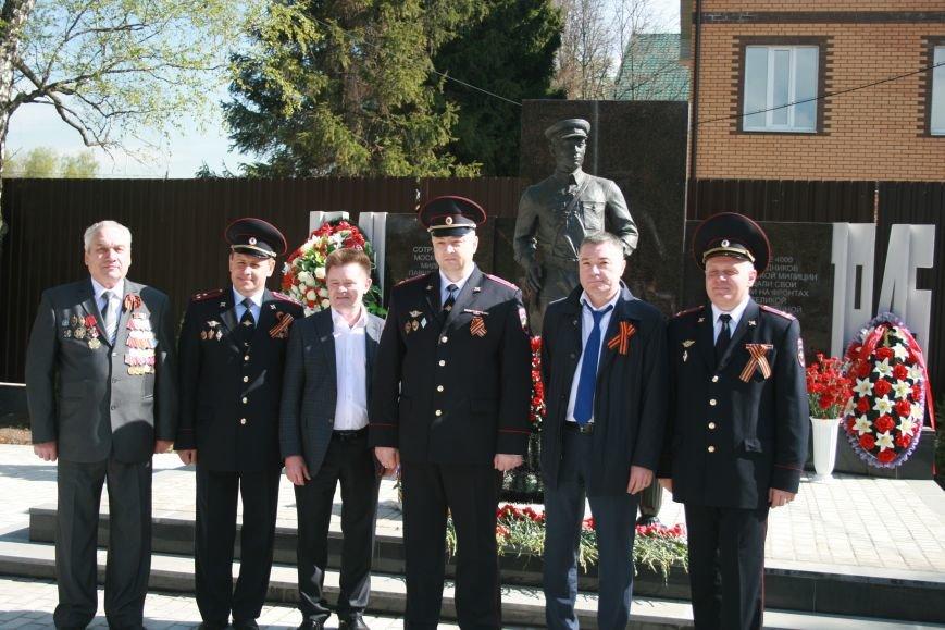 Сотрудники полиции новой Москвы возложили цветы к памятнику Московским милиционерам погибшим в годы Великой Отечественной войны (ВИДЕО), фото-6