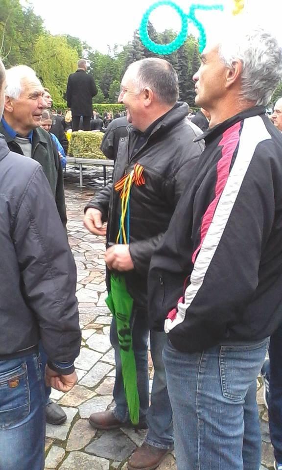 СБУ з'ясовуватиме, ким були молодики з георгіївськими стрічками біля монументу Слави у Полтаві, фото-1