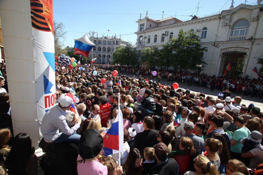Парад Победы по-севастопольски: чтобы посмотреть на боевую технику, люди занимали очередь ночью (ФОТО, ВИДЕО), фото-3