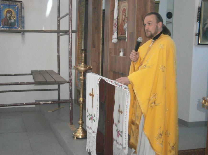 Прихожане Димитровского Храма Петра и Павла в общей молитве почтили всех матерей (фото) - фото 2