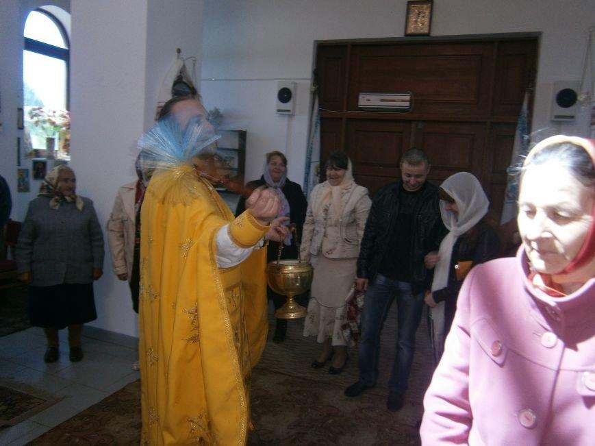 Прихожане Димитровского Храма Петра и Павла в общей молитве почтили всех матерей (фото) - фото 4