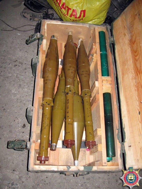 В Красноармейске обнаружен склад оружия: 6 гранатометов, 38 гранаи и 12 тыс. патронов (ФОТО) (фото) - фото 6