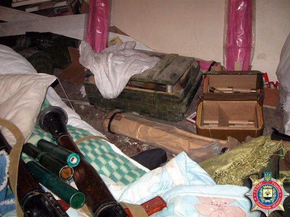 В Красноармейске обнаружен склад оружия: 6 гранатометов, 38 гранаи и 12 тыс. патронов (ФОТО) (фото) - фото 2