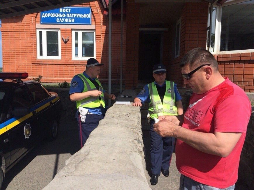 """Волонтерів з Тернопільщини, які їхали в зону АТО, зупинили """"перевертні у погонах"""" (фото) (фото) - фото 1"""