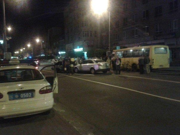 ДТП на вулиці Незалежності (ФОТО) (фото) - фото 1