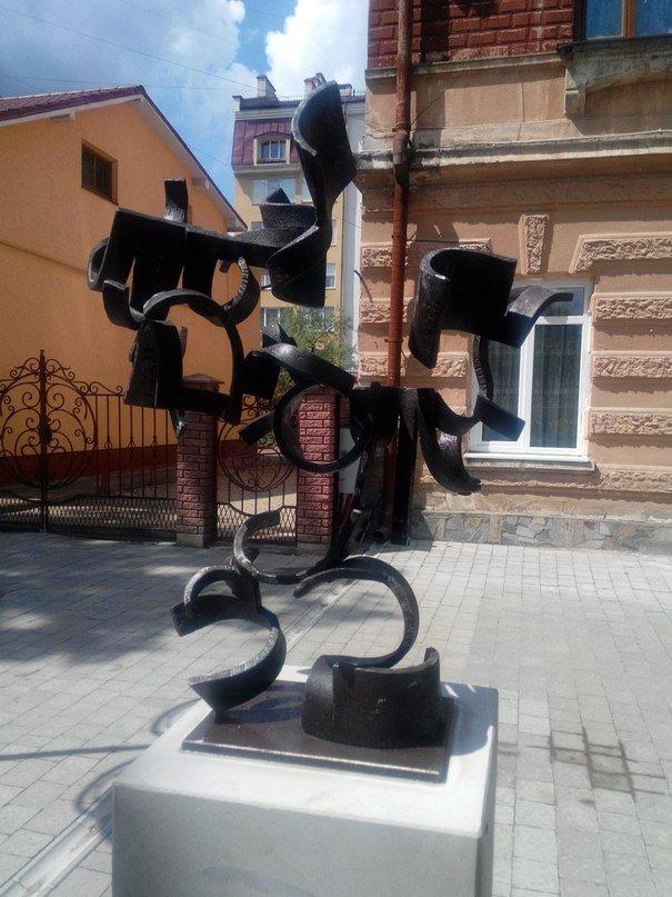 До виготовлення скульптур, які встановлені на вул. Шевченка, долучалися майстри загиблі в АТО (ФОТО), фото-1