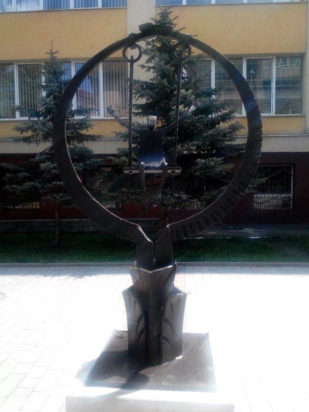 До виготовлення скульптур, які встановлені на вул. Шевченка, долучалися майсти загиблі в АТО (ФОТО) (фото) - фото 2