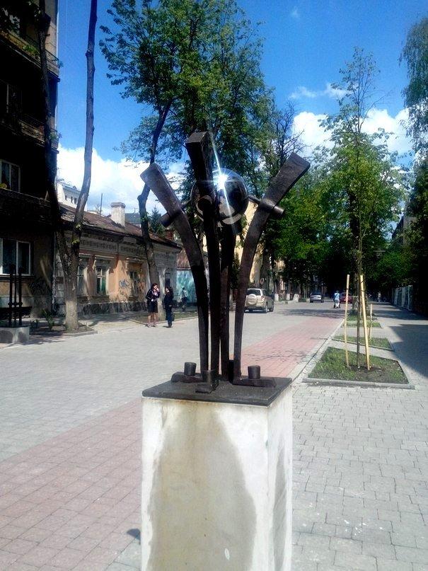 До виготовлення скульптур, які встановлені на вул. Шевченка, долучалися майсти загиблі в АТО (ФОТО) (фото) - фото 5