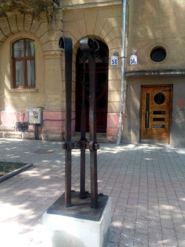 До виготовлення скульптур, які встановлені на вул. Шевченка, долучалися майстри загиблі в АТО (ФОТО), фото-3