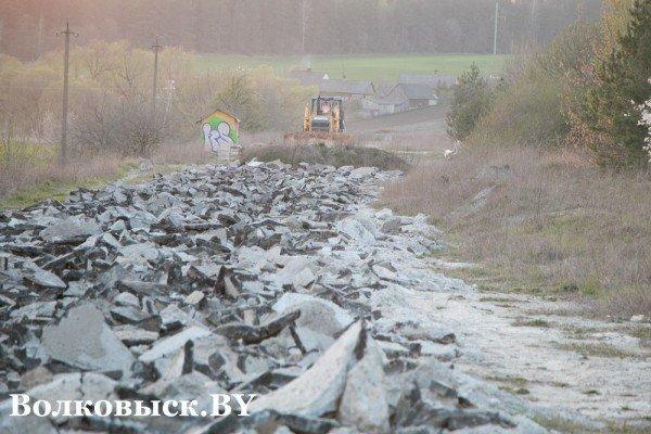 Фотофакт: к «белорусским Мальдивам» перекапывают дороги (фото) - фото 2