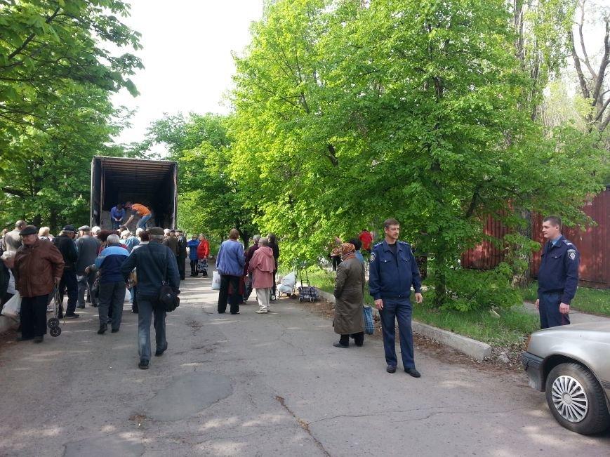 Правоохранители оказывают помощь в доставке гуманитарной помощи для людей, проживающих в приграничных населенных пунктах, фото-1