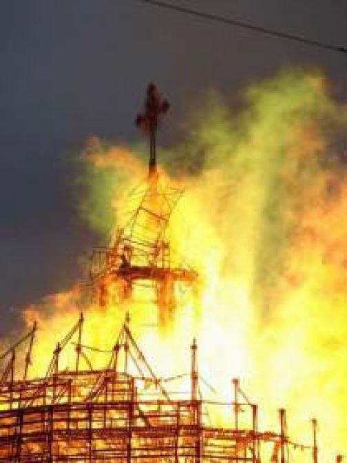 В Кривом Роге почти без происшествий отметили 9 мая, «горняки» проиграли на «Металлурге», а ночью чуть не сгорела церковь (фото) - фото 6