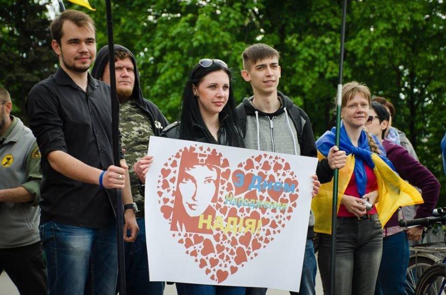 Мариупольцы поздравили Надежду Савченко с Днем рождения (ФОТО), фото-1