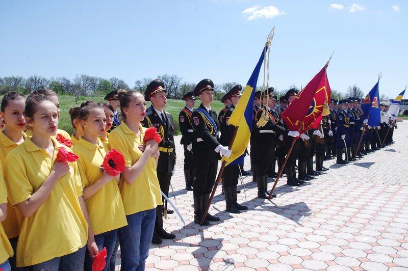 Под Одессой перезахоронили прах 18 защитников города (фото) - фото 1