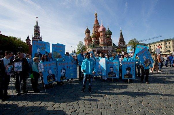 Крымские татары приняли участие в шествии «Бессмертного полка» на Красной площади в Москве (ФОТО, ВИДЕО) (фото) - фото 2