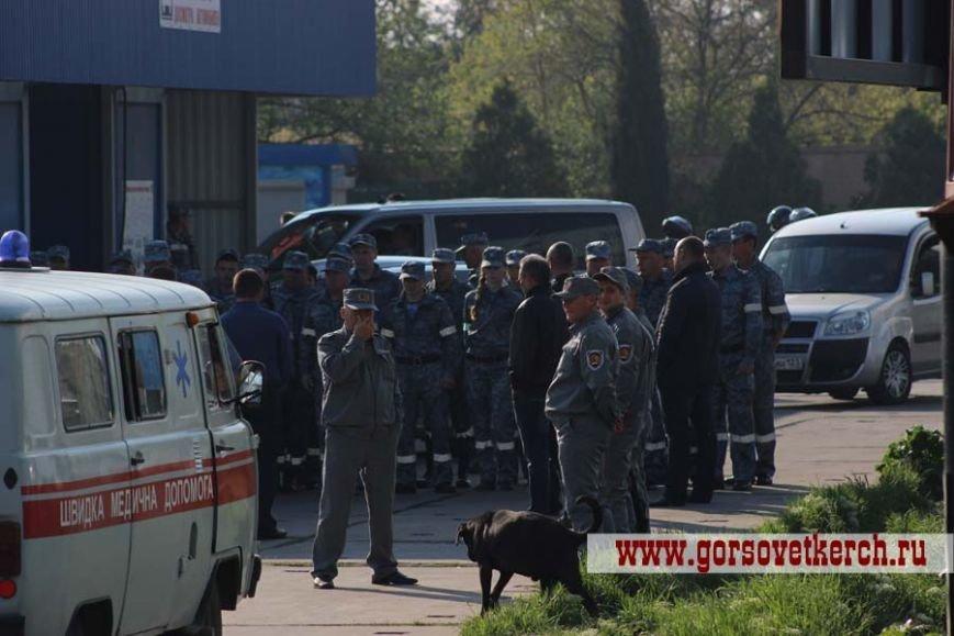 В праздничные дни для выезжающих из Крыма на переправе организовали пункты питания и установили туалеты вдоль дороги (ФОТО), фото-11